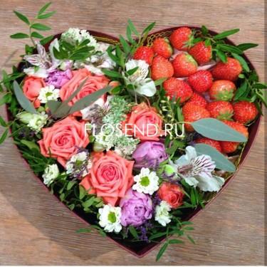 Цветы и клубника в коробке № 195